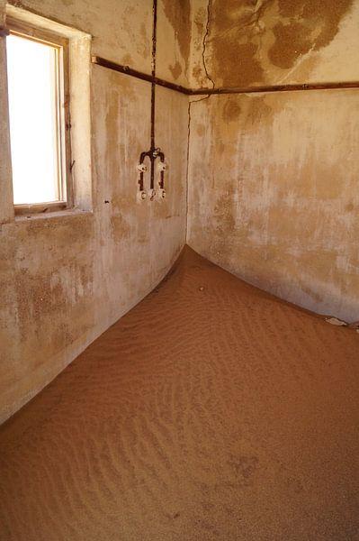 kamer vol zand van Erna Haarsma-Hoogterp