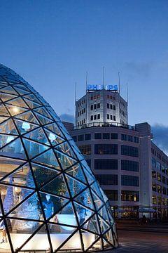Blob en Philips Lichttoren in Eindhoven van Michelle Peeters