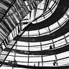 De Reichstagkoepel in Berlijn  van Marian Sintemaartensdijk thumbnail