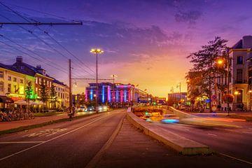 Kleurrijk beeld van de Willemstunnel en verkeer in Arnhem