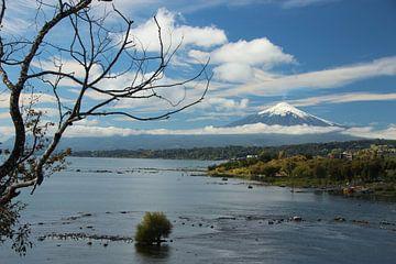 Blick auf Lago und Volcán Villarrica in Chile, in der Nähe von Villarrica und Pucón von A. Hendriks
