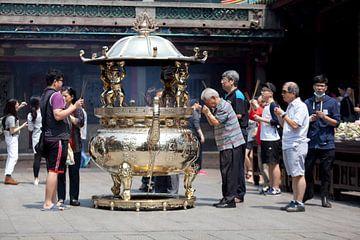 Longshan tempel, Taipei van Kees van Dun