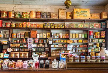 Historische kruidenierswinkel op de O'Keefe Ranch, Canada van Rietje Bulthuis