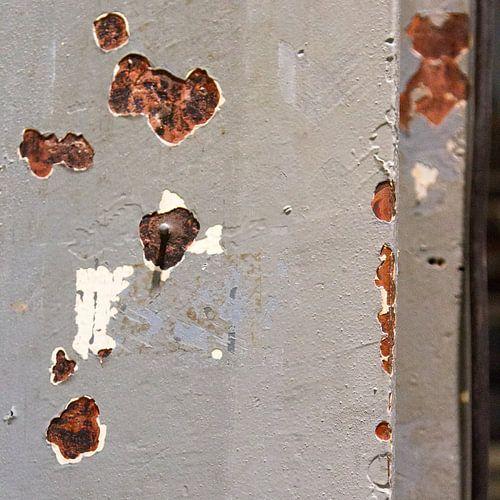 verweerde stalen balk Strijp-S van Arnoud Kunst
