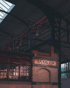 Lever de soleil à la gare de Haarlem sur Mick van Hesteren