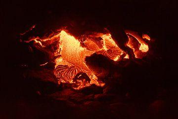 Hete magma dat uit een spleet lekt