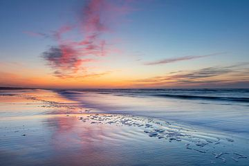 Kleurige zonsondergang op het strand van Anja Brouwer Fotografie