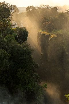 Zonneharpen bij de Victoria Falls van Remco Donners