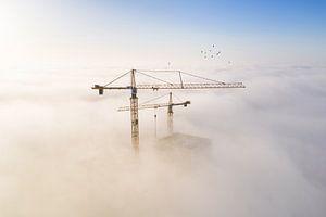 Bouwkranen in de Mist