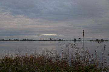 Tjeukemeer (Friesland) bij avondschemer van FotoGraaG Hanneke