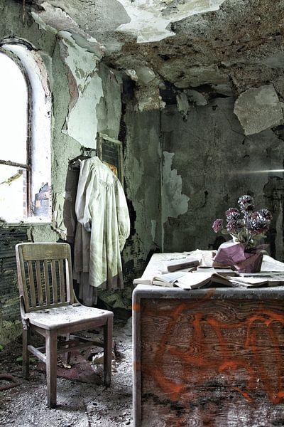 What happened to the priest? van Nart Wielaard