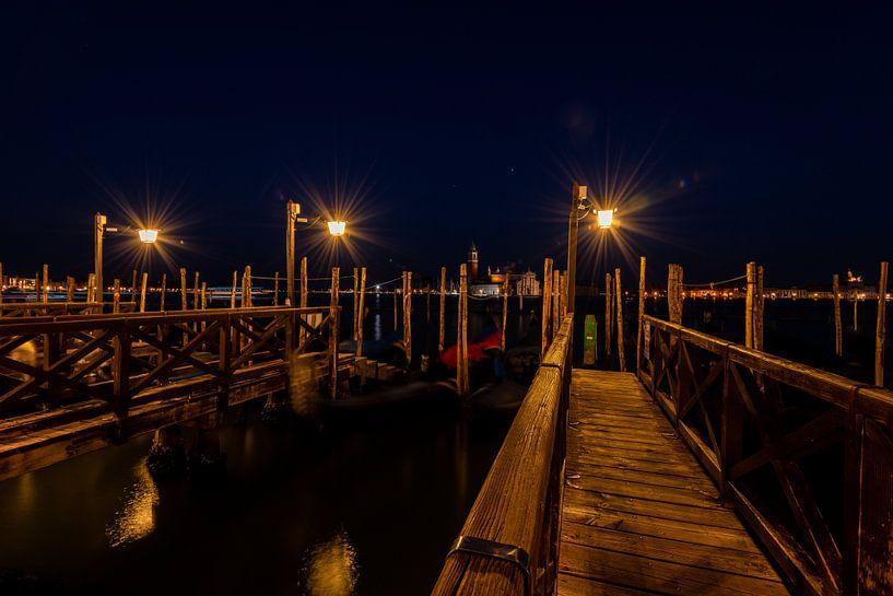 De havens van Venetië in de avond van Damien Franscoise