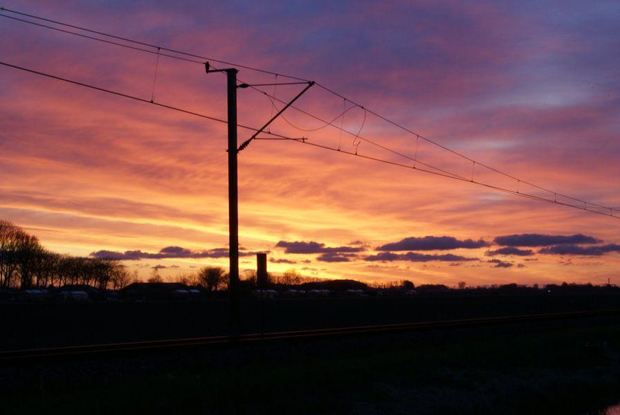 Zonsopgang bij het spoor