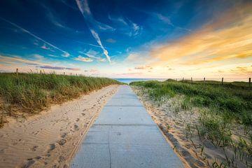 Strand Zugang mit einem Sonnenuntergang von