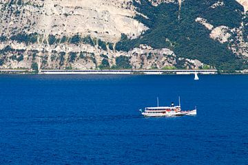 Boot op het Gardameer van