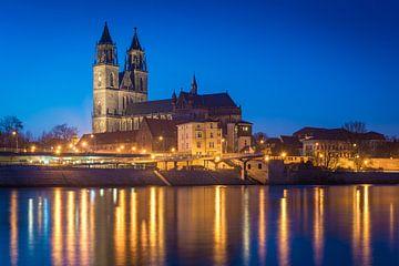 La cathédrale de Magdebourg en soirée sur Martin Wasilewski