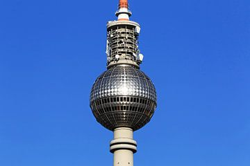 De bol van de Berlijnse televisietoren in de lucht van Frank Herrmann