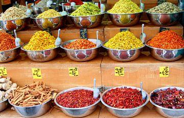 Kleurrijke specerijen van Inge Hogenbijl