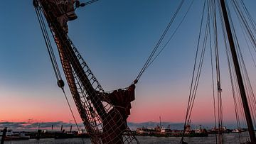Le port de Lauwersoog au coucher du soleil sur Eddy Westdijk