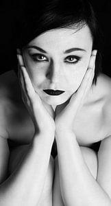 Portret van jonge vrouw van Han de Bruin