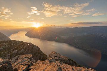 Zonsondergang op de fjorden van Robert de Boer