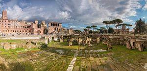 Markten van Trajanu (Mercati di Traiano) en het Forum van Trajanus (Foro di Traiano) in Rome van Justin Suijk