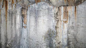 Alte, verwitterte Betonmauer von Günter Albers