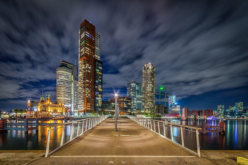 Rotterdam Wilhelminapier en Rijnhavenbrug van Evert Buitendijk
