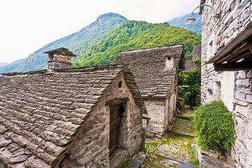 Maisons typiques de Corippo au Tessin sur Werner Dieterich