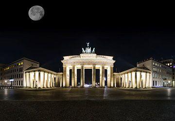 Brandenburger Tor mit Mond von Frank Herrmann