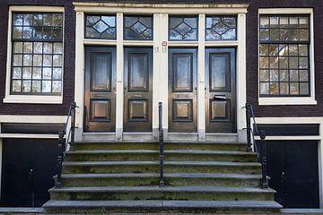 Closed doors sur Anne Eijsten