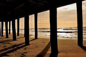 Schaduwen op het strand van Assia Hiemstra