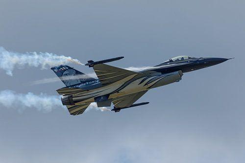 Demo F-16 van de Belgische luchtmacht geeft een demonstratie