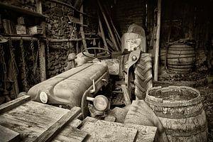 Oude traktor op Franse boerderij