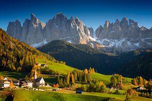 St. Magdalena village alpin en automne