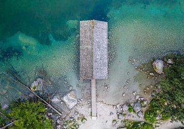 Het boothuis van bovenaf, Obersee, Beieren van Denis Feiner
