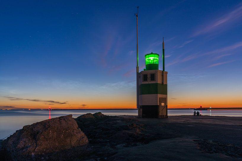Lichtende nachtwolken boven de pier van IJmuiden van Jeroen de Jongh