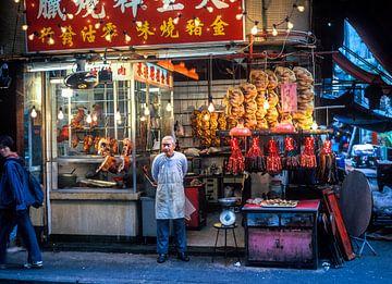 Hong Kong, China Temple street nachtmarkt van Ruurd Dankloff