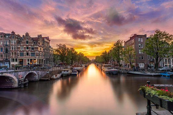 Sonnenuntergang an der Schleuse der Papierfabrik in Amsterdam