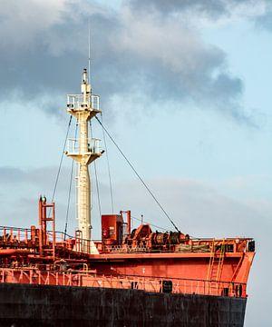 De boeg van een schip wachtend op de volgende reis. van scheepskijkerhavenfotografie