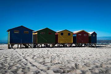 Mooi zicht op kleurrijke strandhuisjes aan het surfstrand Muizenberg (Zuid-Afrika) van Wolfgang Stollenwerk