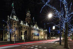 Het stadhuis op de Coolsingel in Rotterdam in de avond