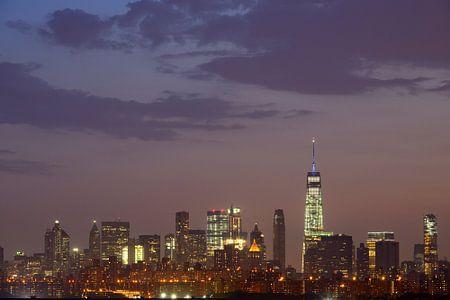 Lower Manhattan Skyline in New York in de avond