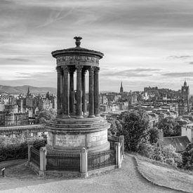 Edinburgh Calton Hill zwart-wit van Michael Valjak