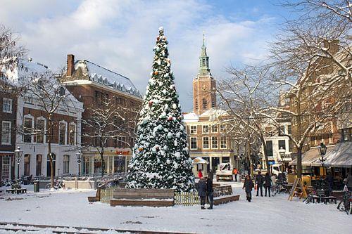 Kerstboom in Den Haag in de Sneeuw van Jan Kranendonk