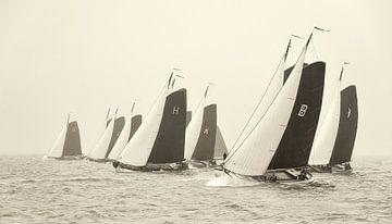 Skûtsjes starten op het IJsselmeer von Fonger de Vlas