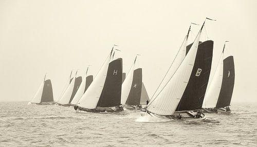 Skûtsjes starten op het IJsselmeer van