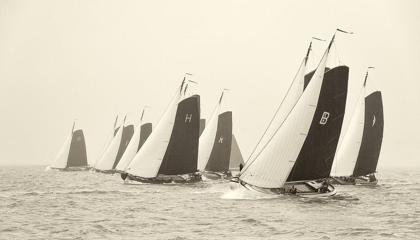 Skûtsjes starten op het IJsselmeer van Fonger de Vlas