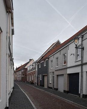 Pittoreske straat in Bergen op Zoom van Kim de Been