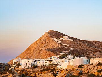 Zonsondergang over de witte huizen van het eiland Folegandros   Reisfotografie Griekenland van Teun Janssen